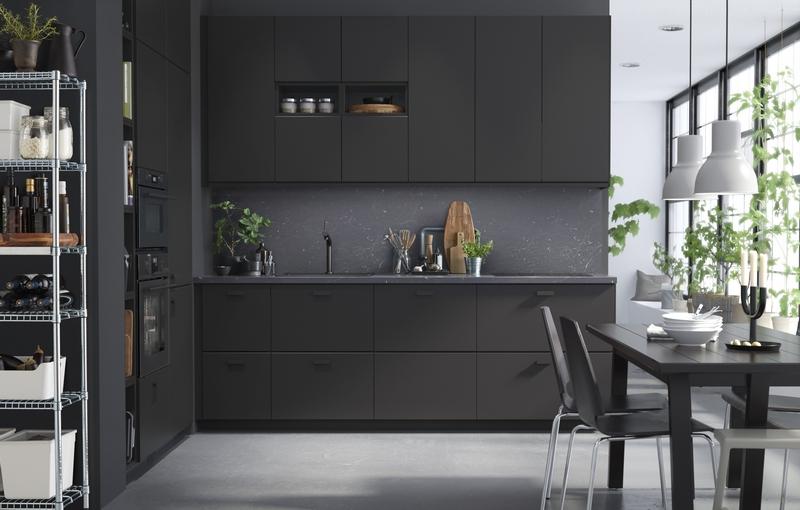 IKEA premenila recyklované PET fľaše na kuchynské dvierka a čelá zásuviek