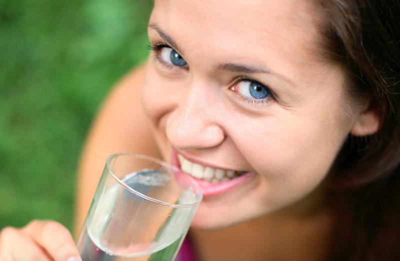 Množstvo vody potrebné pre organizmus je regulované pocitom smädu