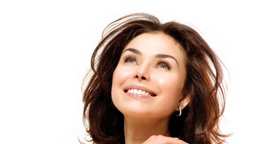 šťastná krásna žena