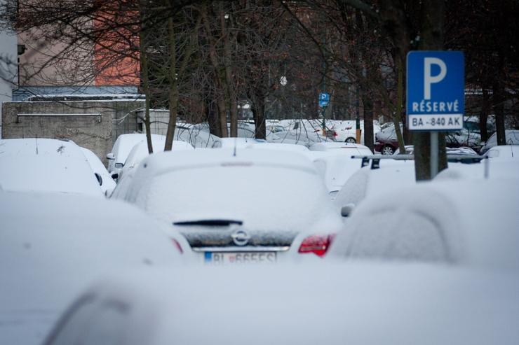 Tohtoročná zima trápi najmä vodičov