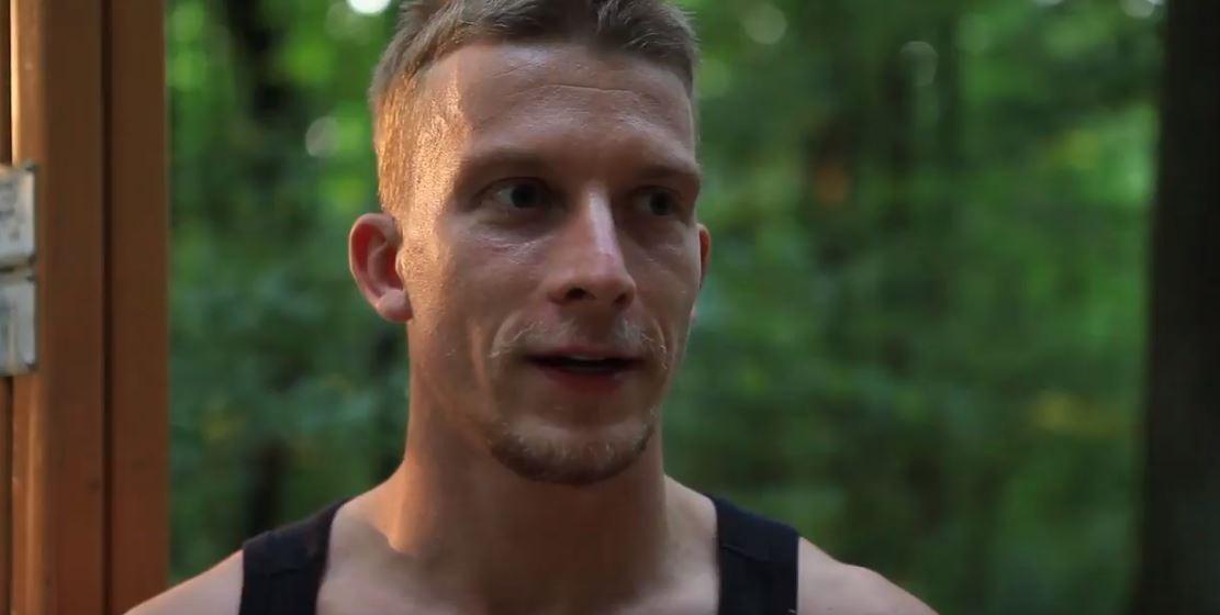 populárny mladý herec Juraj Bača.
