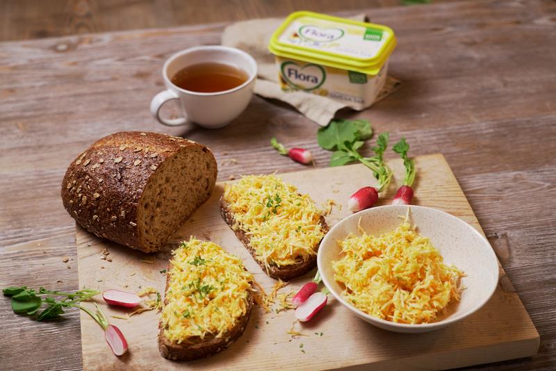 Tip na skvelú rastlinnú večeru: Celozrnný chlieb so zelerovo-mrkvovou nátierkou